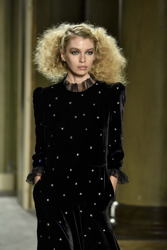 Stella Maxwell Walks the runway during the Philosophy fashion show in Milan, Italy