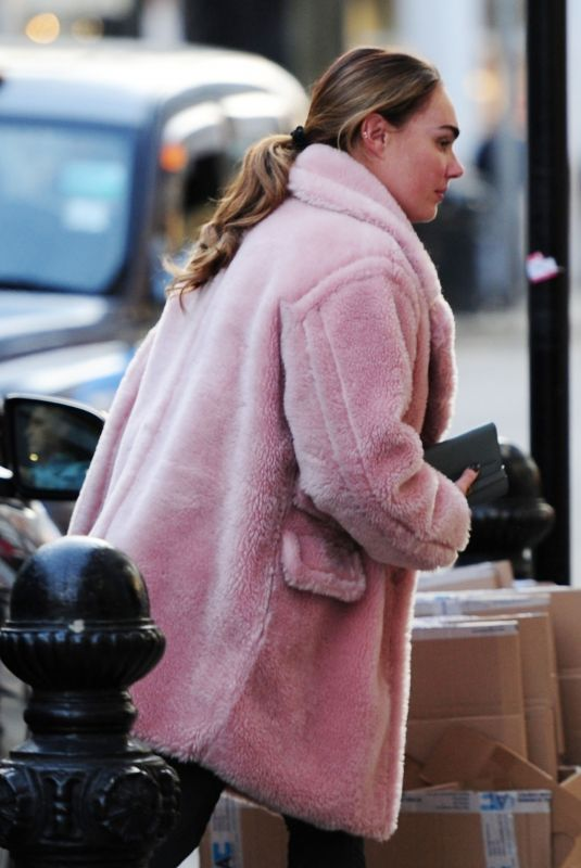 Tamara Ecclestone and sister Petra Ecclestone go for some retail therapy with a shopping trip