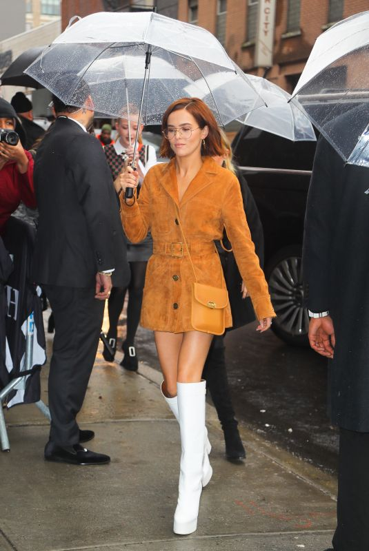 Zoey Deutch Arriving at the Coach Fashion Show fall/winter 2020 in New York City