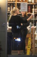 Amber Heard Atocking up on groceries at Oaks Gourmet Market and Gelson