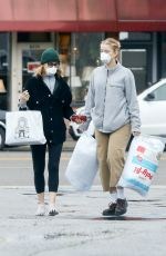 Felicity Huffman Wears a mask while out shopping amid Coronavirus outbreak