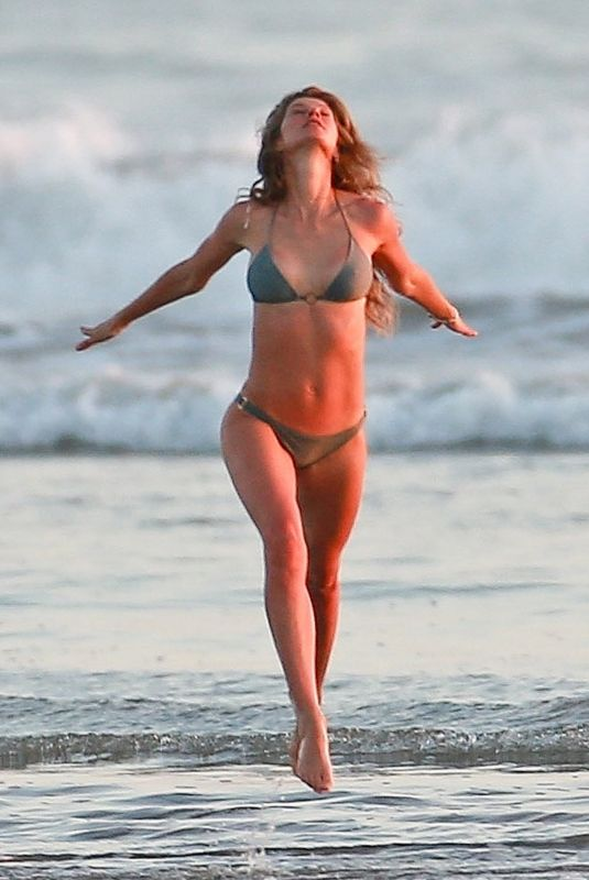 Gisele Bundchen In bikini on the beach in Costa Rica