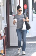 Jennifer Garner Looking hot in t-shirt and jeans out in Brentwood