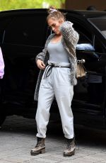 Jennifer Lopez Goes casual for lunch in Miami