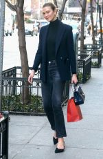 Karlie Kloss Steps out in a stylish ensemble in New York City