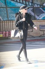 Kimberly Stewart Out for grocery shopping at Ralphs in Studio City