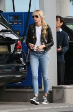 Kimberly Stewart Tops off her gas tank in Beverly Hills