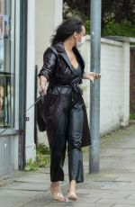 Lisa Maffia Defies her self isolation for COVID-19 to get hair done at a south London salon
