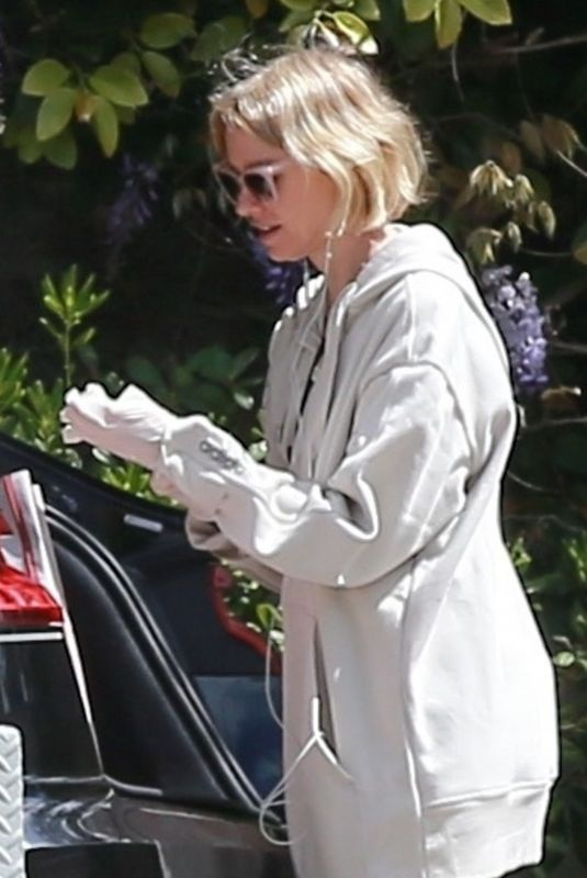 Naomi Watts Steps out in athleisure and latex gloves after stepping out for essential shopping