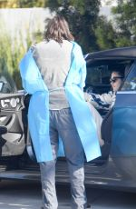 Sara Sampaio Practices social distancing by having her veterinarian bring her dog out to her car
