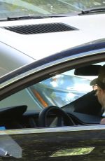 Anna Faris Gets caught up in traffic in Pacific Palisades