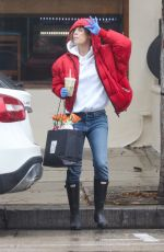 Elisabetta Canalis Is in a bright mood as she steps out of the house to meet a friend for takeout in Hollywood