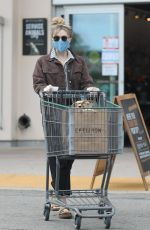 Elizabeth Olsen Grocery shopping at Erewhon in Calabasas