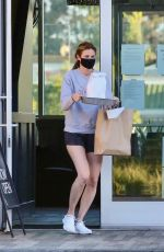 Erin Andrews Picking up lunch in Los Angeles