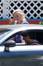 Florence Pugh Wears gloves to buy supplies with Zach Braff