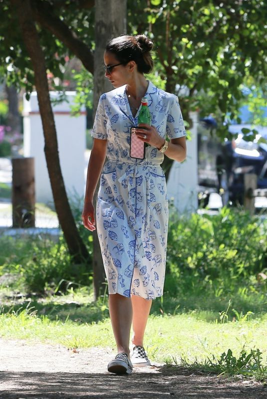 Jordana Brewster Out with her family