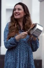 Kelly Brook Claps for carers in London