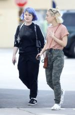 Kelly Osbourne Grabs take out lunch with brother Jack