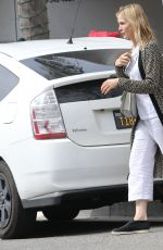 Kelly Rutherford Picking up food at Italian restaurant La Scala in Beverly Hills