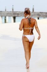 Kerry Katona Shows off recent weight loss while in the Indian Ocean