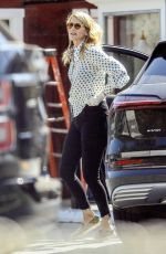 Laura Dern Picks up lunch to-go from the Brentwood Country Mart
