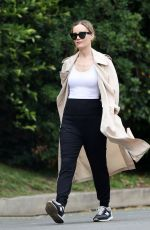 Leslie Mann Out for a walk in Los Angeles
