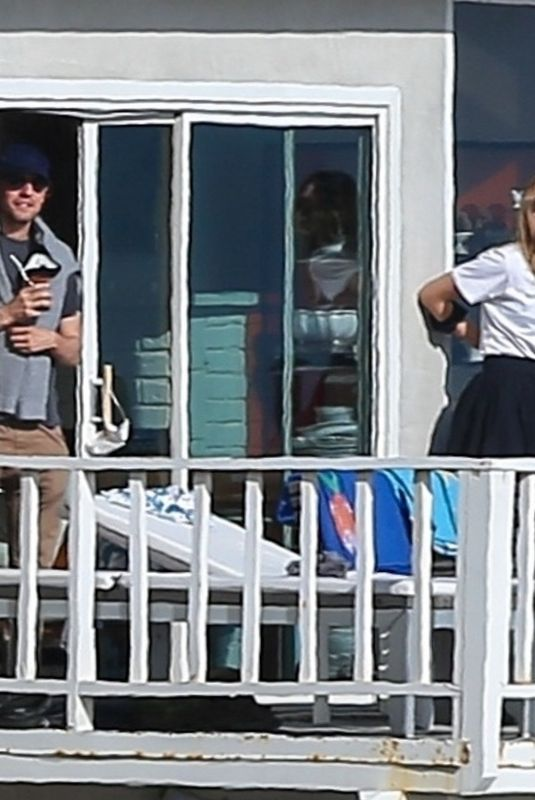 Maria Sharapova Visits friends amid social distance lockdown in Manhattan Beach
