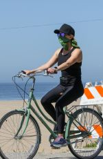 Reese Witherspoon Riding her bike in Malibu