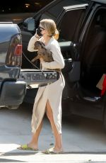 Sofia Richie Arrives at her beach house with her dog during safer at home order