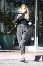 Tori Praver Wears Masks And Gloves As She Stops By A Post Office In Beverly Hills