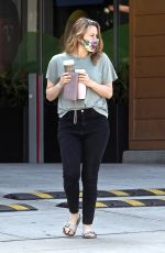 Alicia Silverstone Making a pit stop at a local Starbucks to grab a couple coffees for an afternoon pick me up in Beverly Hills