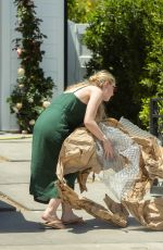 Dakota Fanning Moving stuff with her mom in LA