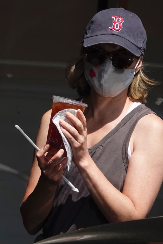 Elizabeth Banks Wear a baseball cap from her Alma Mater and a Mask with a heart as she makes an early morning coffee run in LA