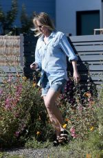 Helen Hunt Visiting her ex Matthew Caranahan this afternoon to drop off their daughter Makena - weekend in Santa Monica