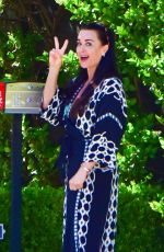 Kyle Richards Stepped out of her house in a chic robe to greet her friend Sutton Stracke in Beverly Hills
