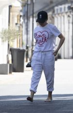Kylie Minogue Spotted for the first time since covid 19 lockdown on a walk in London