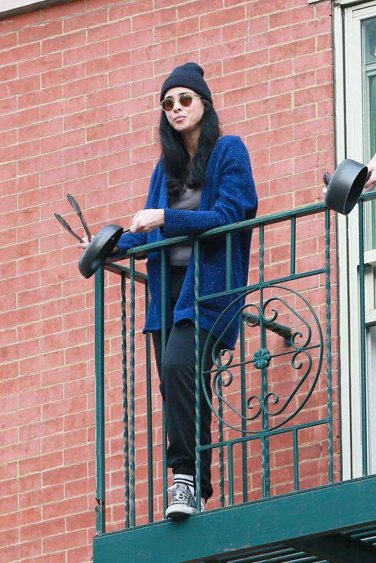 Sarah Silverman Cheers again for Essential Workers from her fire escape