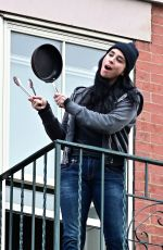 Sarah Silverman Serves up her daily salute to frontline workers in NYC