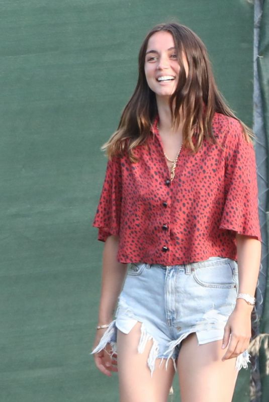Ana De Armas Out with Ben Affleck´s kids in Brentwood