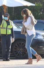 Cindy Crawford Puts on a protective mask as she arrives at Soho House in Malibu