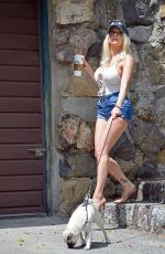 Courtney Stodden Out taking her dogs for a walk in Hollywood