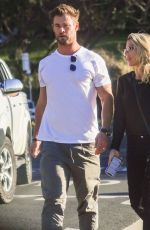 Elsa Pataky & The Hemsworth Clan reunite for a long lunch at Byron Bay