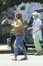 Haylie Duff Helps a customer with several bags after shopping at her children