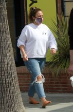 Haylie Duff Seen getting a drink at Alfred in Studio City