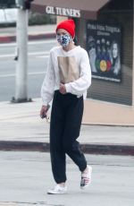 Jaime King Stops by her favorite liquor store in Beverly Hills