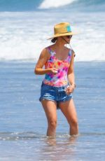 Kate Hudson Out on the beach in Malibu