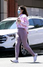 Katharine McPhee Picking up takeout in Beverly Hills