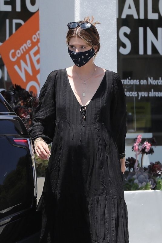 Katherine Schwarzenegger Grabbing coffee in Los Angeles