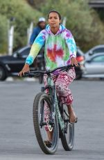 Lais Ribeiro Goes out for a bicycle ride with her fiance in Malibu