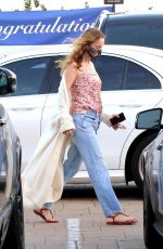 Leslie Mann Step out and take advantage of restaurant opening and have a early dinner date at Nobu in Malibu